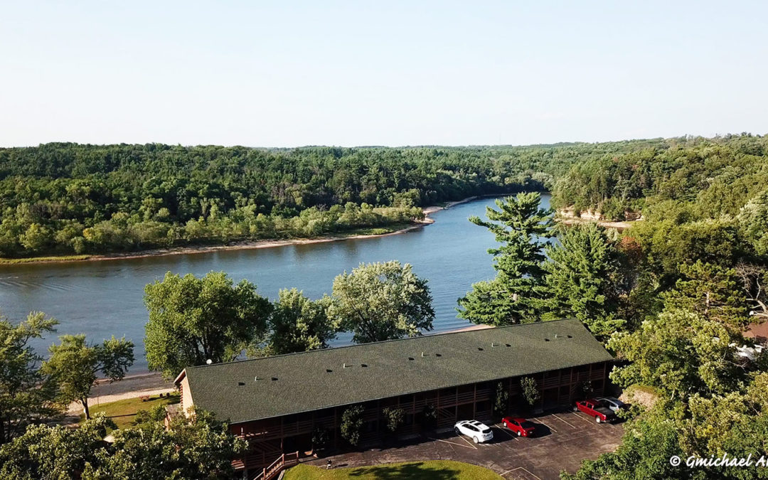 Summertime at Cedar Lodge • Wisconsin Dells Lodging on the Wisconsin River