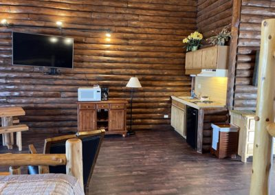 cedar lodge, wisconsin dells lodging, wi dells cabin rentals, rustic cabins, waterfront lodging wi dells, kitchenettes, rooms with kitchens, rooms with oven, wisconsin dells resorts, rooms for rent with refrigerator