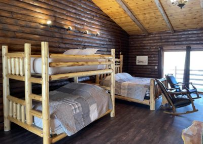 wisconsin dells lodging, wi dells cabin rentals, rustic cabins, waterfront lodging wi dells, kitchenettes, rooms with kitchens, rooms with oven, wisconsin dells resorts, rooms for rent with refrigerator